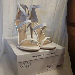 Beautiful NIB Feelya Steve Madden white heels